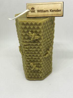 Sviečka zo 100% včelieho vosku, ručne odlievaná.