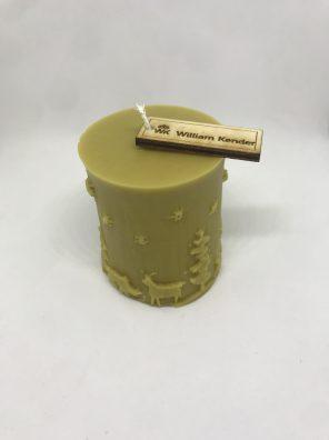 Vianočná sviečka zo 100% včelieho vosku, ručne odlievaná.